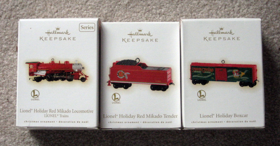 2009 Lionel #14 Holiday Red Mikado Loco, Tender, and Boxcar Set. (QX8602, QX11102, QX11095)